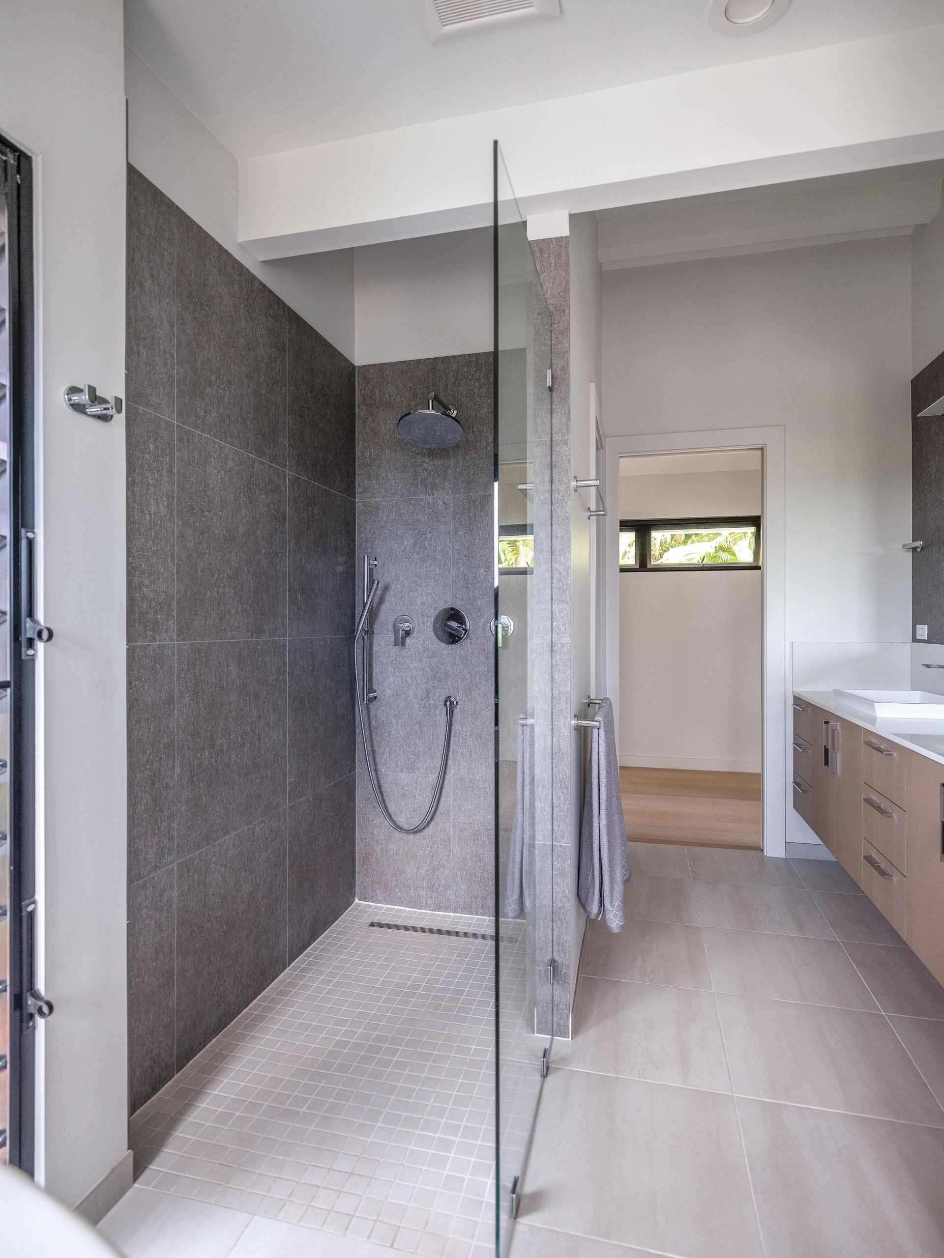 08 21 Hhr Feature Hawaii Kitchen Bath Bath 3