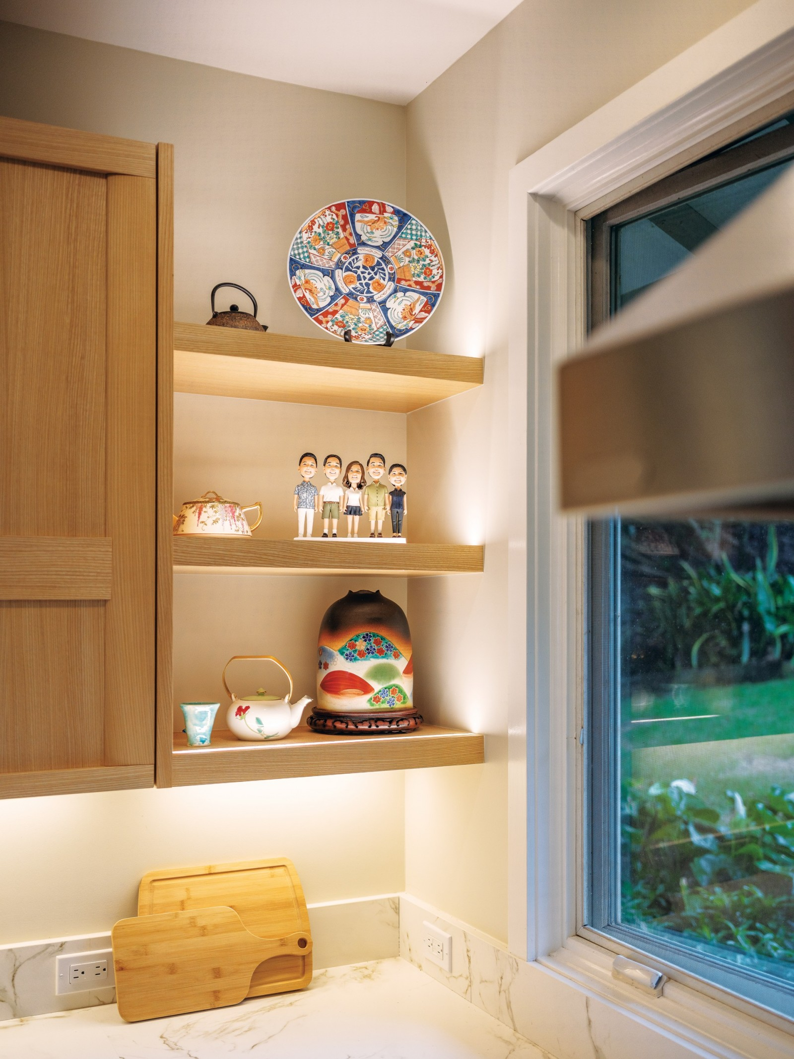 accent shelving in modern kitchen